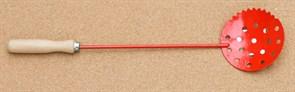 Черпак красный малый с деревянной ручкой